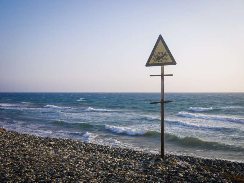 Знак, море